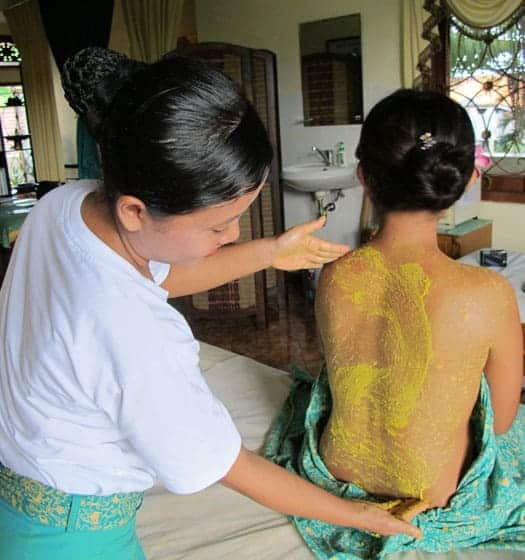 A demonstration of a Balinese body scrub at Bali BISA where you can gain a certificate in five days in body scrubs 7 wraps